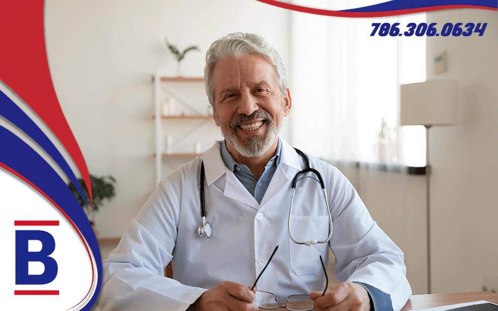 Cómo saber si un plan de salud cubre mis médicos y medicamentos recetados